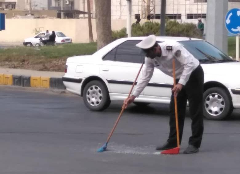 وقتی پلیس بوشهر آثار تصادف را جارو می کند