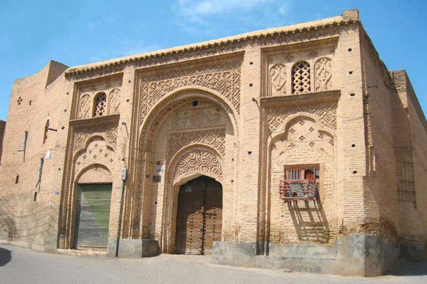 تصاویری منحصر به فرد از بنای آجری دزفول، با خانه سوزنگر به زمان قاجار سفر کنید