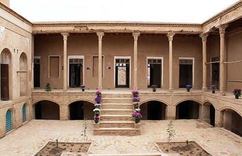 تبدیل دو خانه تاریخی سمنان به مرکز اقامتی و سفره خانه سنتی