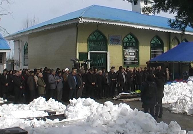 خاکسپاری یک خیر مدرسه ساز در شاقاجی رشت