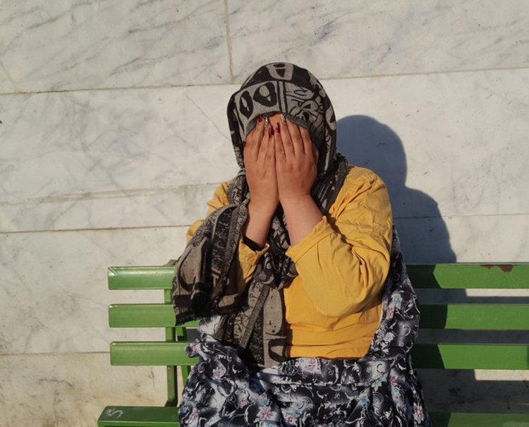 دستگیری زنی که کلاه 140 نفر را برداشت