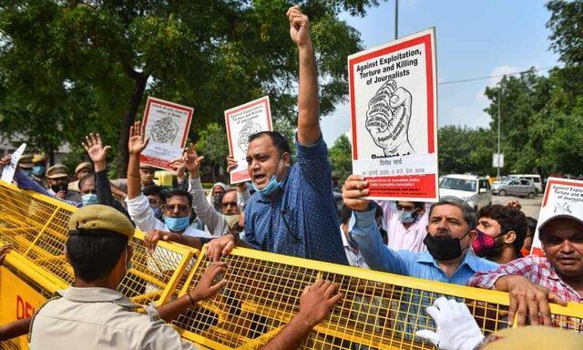 سرکوب ده ها روزنامه نگار هندی منتقد پاسخ دولت به کرونا