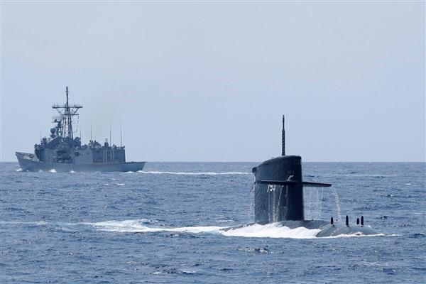 رزمایش عظیم ارتش در آب های جنوب کشور از فردا برگزار می گردد