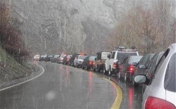 تردد روان در جاده های کشور و بارش باران در محورهای 6 استان