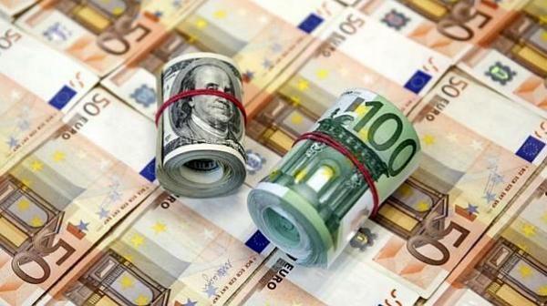 افزایش شکاف بین نرخ دلار سنا و بازار آزاد