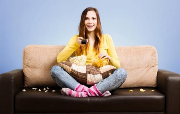 6 نشانه اعتیاد به تلویزیون و روش هایی برای درمان آن